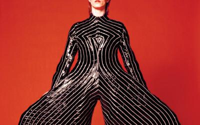 David Bowie en Elvis Presley, zoek de verschillen.